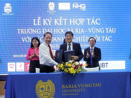 Trường ĐH Bà Rịa - Vũng Tàu ký kết hợp tác với 15 đơn vị