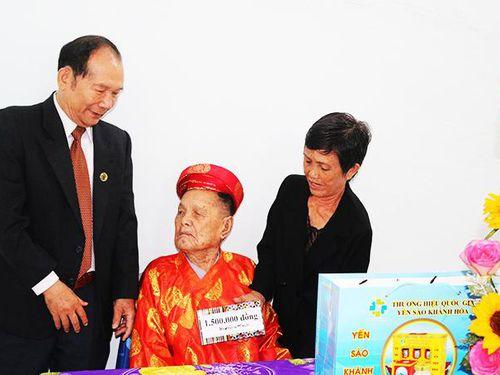Ban Đại diện Hội Người cao tuổi tỉnh: Chúc thọ cụ cao tuổi nhất tỉnh