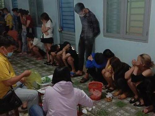 22 nam nữ, có cả học sinh - sinh viên mở tiệc sinh nhật bằng ma túy