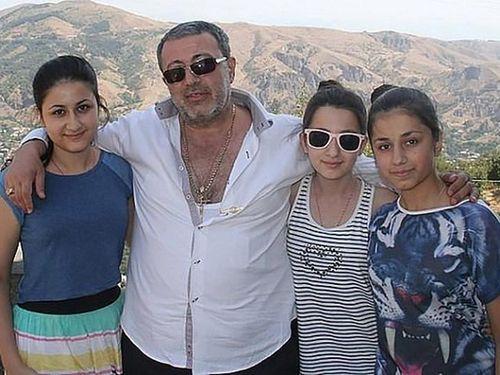 Lật lại vụ ông trùm mafia bị 3 con gái sát hại ở Nga