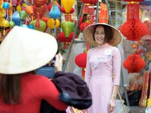 Chợ phố cổ Hà Nội chiều 30 Tết