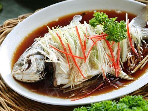 Giải mã món cá nguyên con cầu may dịp Tết của người Trung Quốc