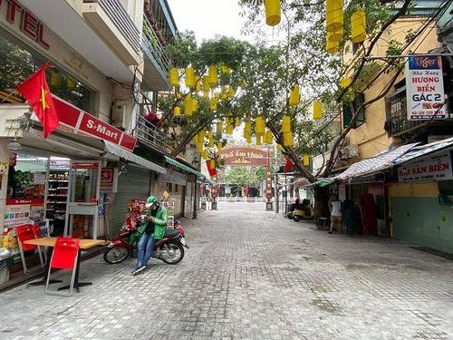 Hà Nội: Hàng quán đóng cửa, trông ngóng shipper