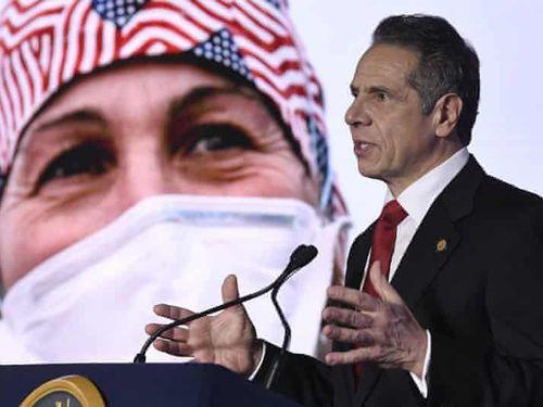 Bị tố giấu thông tin, thống đốc New York nhận sai