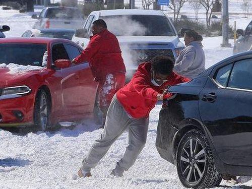 Xoáy cực xâm lấn, 3/4 bang nước Mỹ ngập trong tuyết