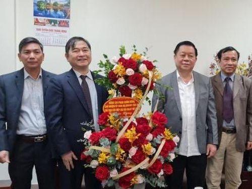 Chủ tịch VUSTA Phan Xuân Dũng chúc mừng tân Trưởng ban Tuyên giáo Trung ương