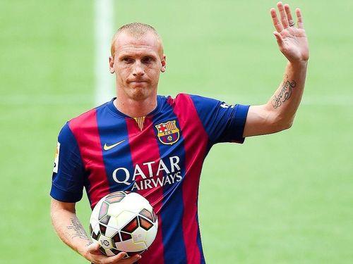 Cựu tuyển thủ Pháp tiết lộ sự bất ổn ở Barcelona