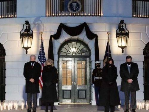 Tổng thống Mỹ tưởng niệm nửa triệu người đã mất vì COVID-19