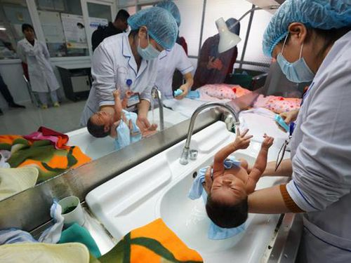 Từ 1-3: Trẻ sau khi sinh ra được cấp mã thẻ bảo hiểm y tế tạm thời