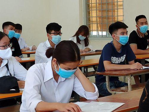 Bộ trưởng Giáo dục chỉ đạo đẩy nhanh kế hoạch chuẩn bị thi cử