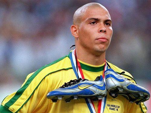 Những khoảnh khắc huy hoàng trong sự nghiệp của Ronaldo 'béo'