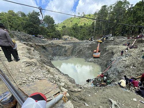 Sập mỏ vàng ở Indonesia, ít nhất 6 người thiệt mạng