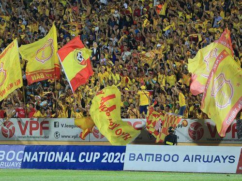 Bóng đá Việt Nam may mắn
