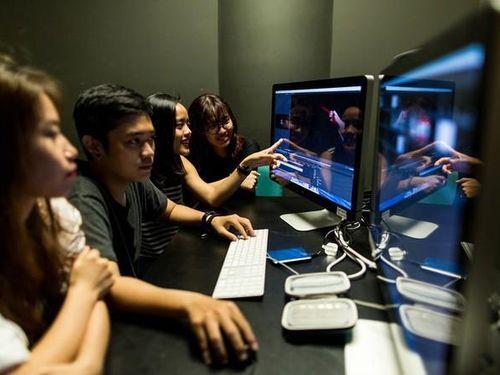 Đạo diễn Nguyễn Quang Dũng và diễn viên Hồng Ánh ngồi 'ghế nóng' cuộc thi làm phim dành cho teen