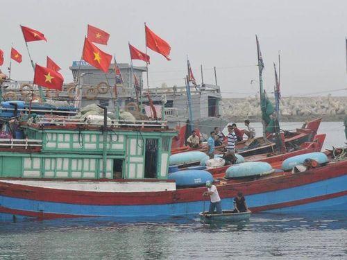 Ngư dân hối hả vươn khơi đầu năm