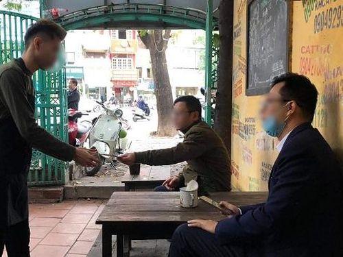 Hà Nội: Ngày đầu mở cửa quán cà phê, dễ bắt gặp vi phạm quy định phòng dịch