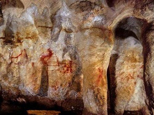 Người Neanderthal vẽ tranh hang động từ cách đây 64.000 năm
