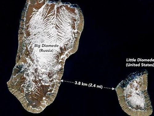 Hai hòn đảo cách nhau 4 km nhưng chênh nhau 21 giờ