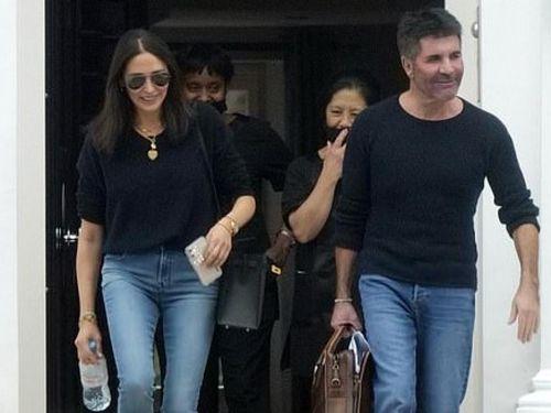 Simon Cowell và bạn gái rạng rỡ trở về Los Angeles sau 2 tháng ở Anh