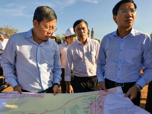 Đẩy nhanh tiến độ 2 tuyến đường 1.600 tỷ ven biển Bình Thuận