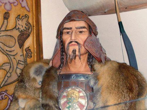 Bạo chúa Hung Nô và cái chết lãng xẹt trong đêm tân hôn