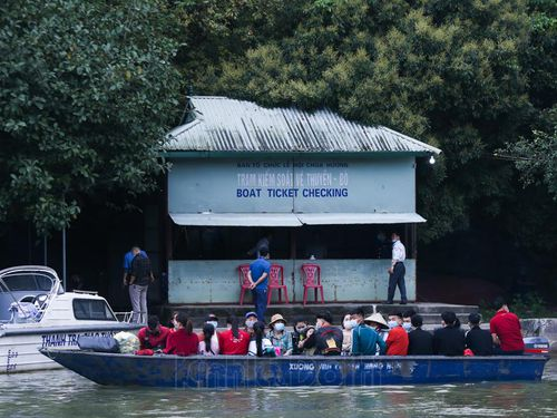 Xử lý các đối tượng 'cò mồi', vi phạm phòng dịch ở chùa Hương