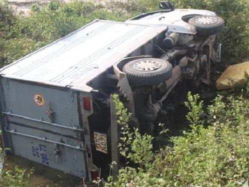 Tin giao thông đến sáng 15/3: ô tô lật ngửa trên cao tốc, nam thanh niên chết bất thường giữa đường