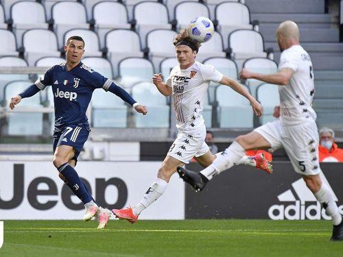 Ronaldo vô duyên, Juventus thua đau vì 'gà nhà'