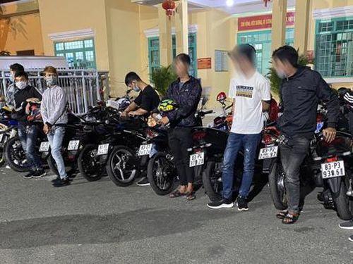 An Giang: 'Nẹt bô' náo loạn đường phố, 11 đối tượng cùng phương tiện bị tạm giữ