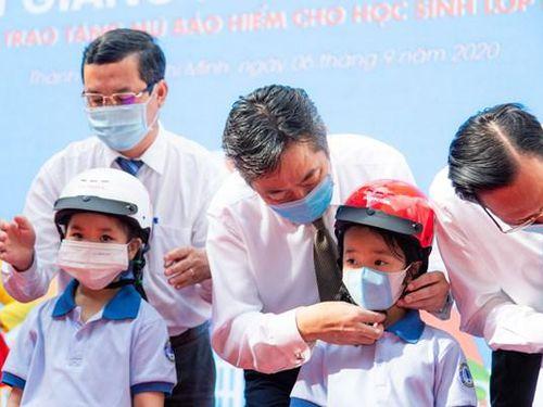 Honda Việt Nam trao gần 6 triệu mũ bảo hiểm cho học sinh lớp Một trên cả nước