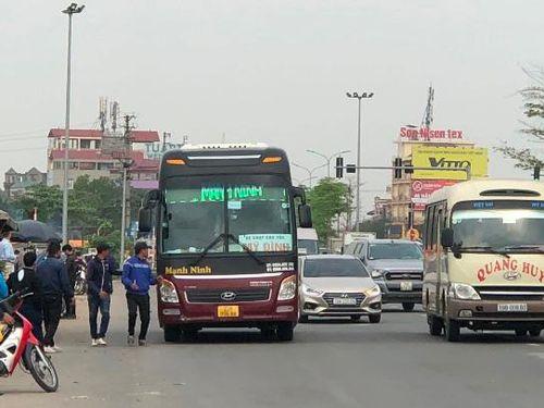Nút giao Quốc lộ 2 với cao tốc Nội Bài - Lào Cai: Hỗn loạn vì chợ cóc, bến cóc