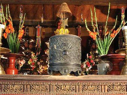 Nghệ thuật trang trí nhang án gỗ thế kỷ XVII ở Chùa Thầy