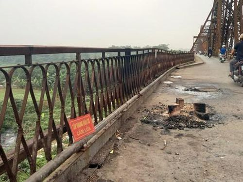 Cầu Long Biên đang xuống cấp