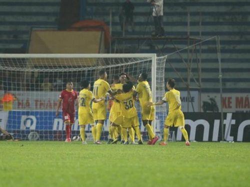Bàn thắng phút 90+2 giúp đội nghèo nhất V-League lần đầu làm được điều này