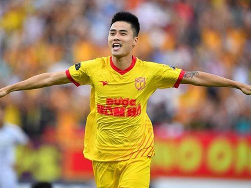 Lâm Anh Quang ghi bàn phút 92, Nam Định bất ngờ 'bay' vào Top 5