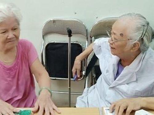 Người già cần có một 'vai' mới trong xã hội