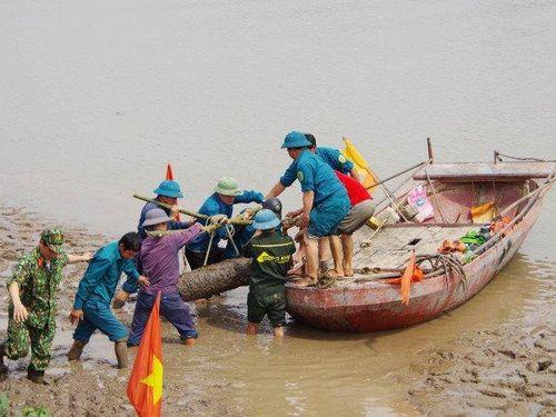 Quảng Ninh: Đi bắt hến, người phụ nữ phát hiện bom 'khủng'