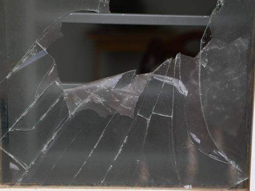 Cửa phòng vé bị đập trước trận CLB Đà Nẵng gặp HAGL