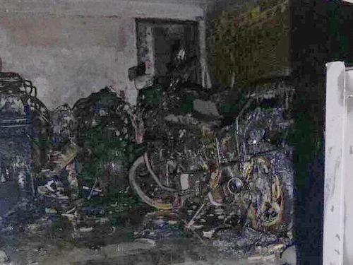 Cháy nhà lúc nửa đêm, 5 người mắc kẹt hoảng loạn kêu cứu