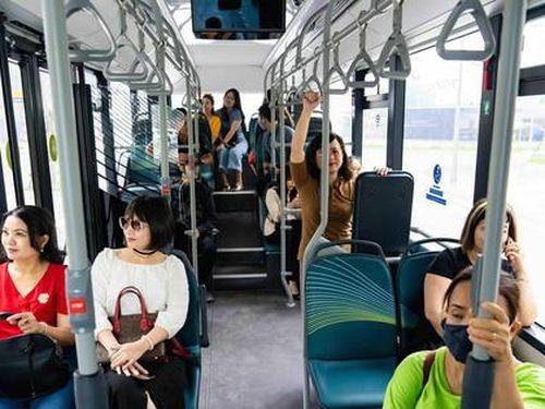 Háo hức khám phá xe buýt điện đầu tiên tại Việt Nam với những trải nghiệm 'cực chất'
