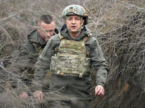 Tổng thống Ukraine đến chiến hào, G7 cảnh báo Nga