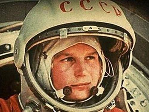 Hình ảnh Yuri Gagarin thắp sáng tòa tháp cao nhất thế giới ở Dubai, kỉ niệm 60 năm con người bay vào vũ trụ