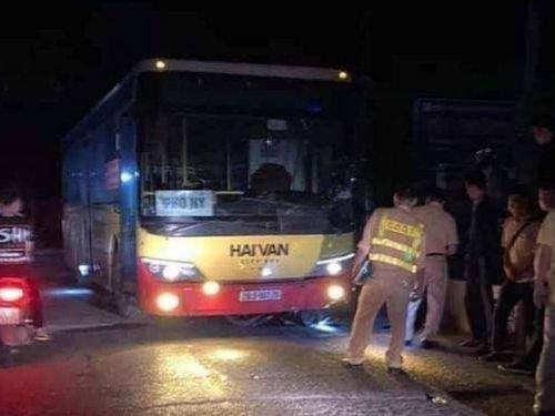 Video TNGT ngày 13/4: Xe buýt va chạm với xe máy, người đàn ông tử vong