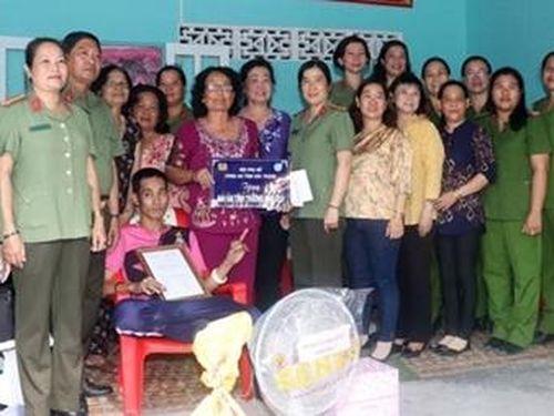 Bàn giao 'Mái ấm tình thương' cho phụ nữ Khmer nghèo hoàn cảnh khó khăn