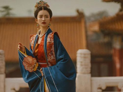 Vị hoàng đế trong 18 năm trị vì chỉ độc sủng một hoàng hậu