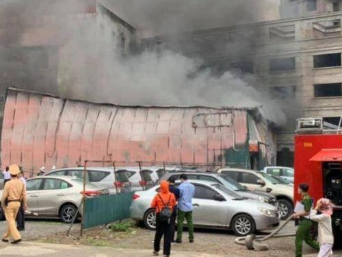 Lộ nguyên nhân cháy xưởng in nằm giữa bãi giữ xe tại Định Công