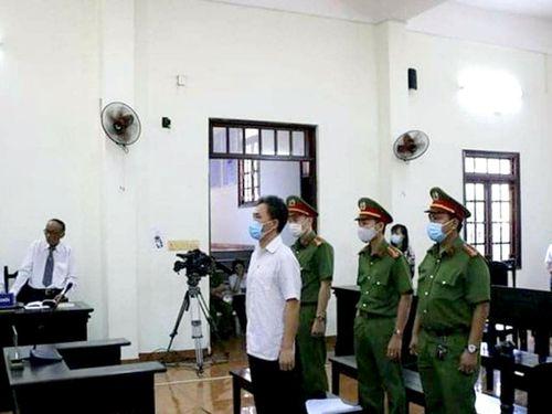 Xúc phạm một số nguyên lãnh đạo: Cựu chuyên viên Văn phòng UBND TPHCM lãnh án
