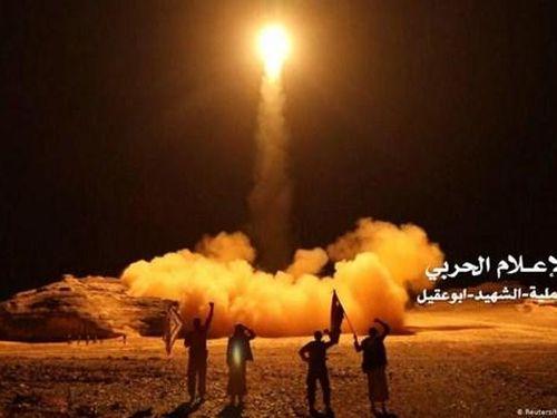 Phiến quân Houthi không kích Saudi Arabia, gây cháy khuôn viên đại học