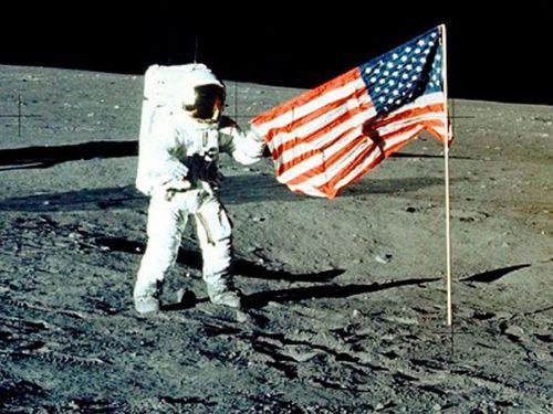 Elon Musk đánh bại Jeff Bezos, giành hợp đồng 2,9 tỷ USD của NASA
