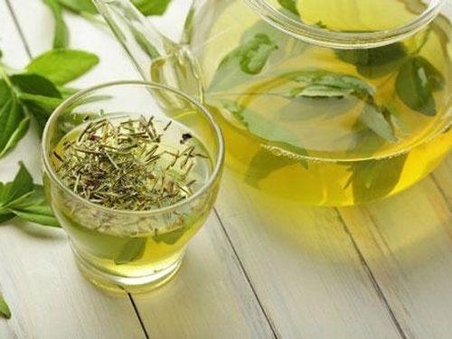 Uống trà xanh 'cấm' bạn kết hợp với thực phẩm này